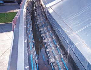Heat cable installed in commercial gutter trace application